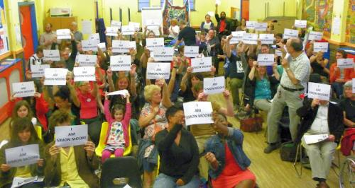 Solidarity with Simon Moore by  attendees at Save Leyton Marsh Campaign's Defend The Right To Protest meeting: Photo: @copwatcher