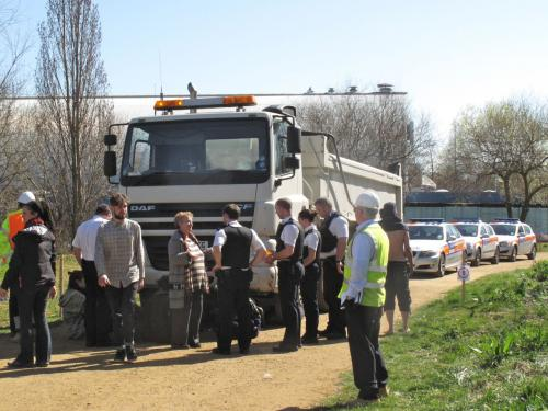 Police attend peaceful non-cooperation on Leyton Marshes