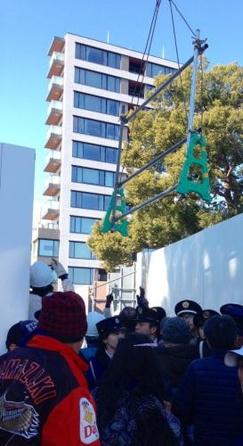 Tokyo2020 authorities use crane to block path