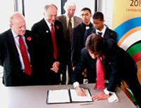 Signing the Agreement Nov 2004